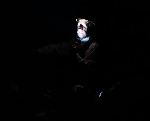 Dans la grotte Chauvet, le Guide